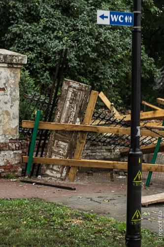 Впала брама палацу потоцьких