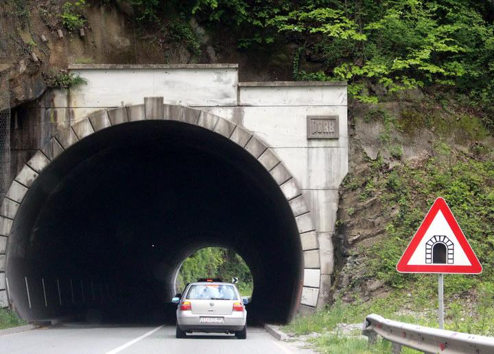 Тунель у гірських серпантинах