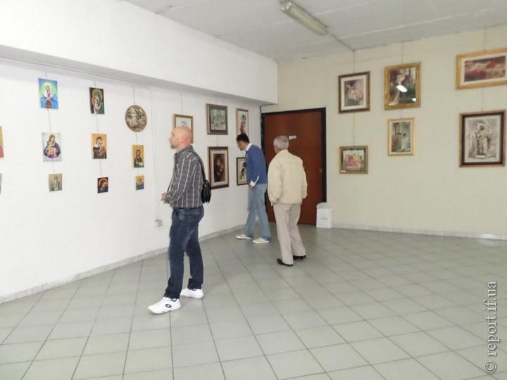 Нещодавно Галина Іванків мала можливість побувати у Парижі і представляти  там свої картини на виставці у «Mantes la Jolie». Туди вона також потрапила  через ... 74f00bed4d7c7
