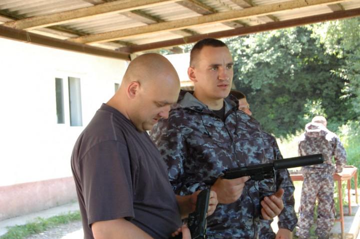 Бійці постійно вдосконалюють бойову підготовку