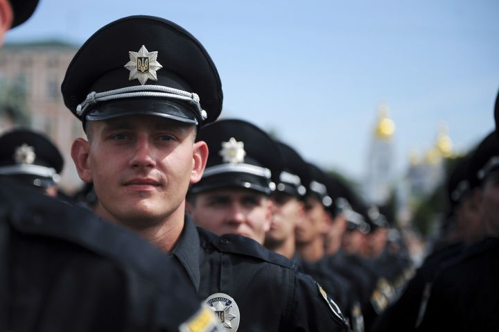 Львівські патрульні розчулили жителів міста до сліз thumbnail