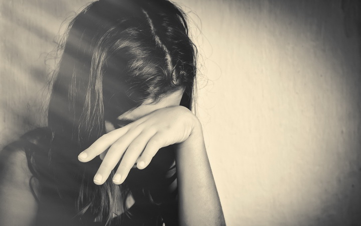 Crying-girl-miss-you-so-much-images