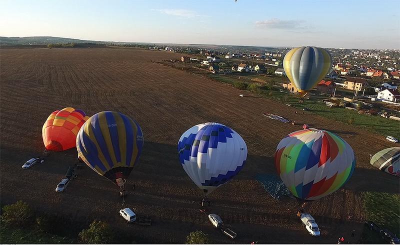 Небо над Кам'янцем  радуватиме око всіх містян і гостей яскравими кулями - фото 2