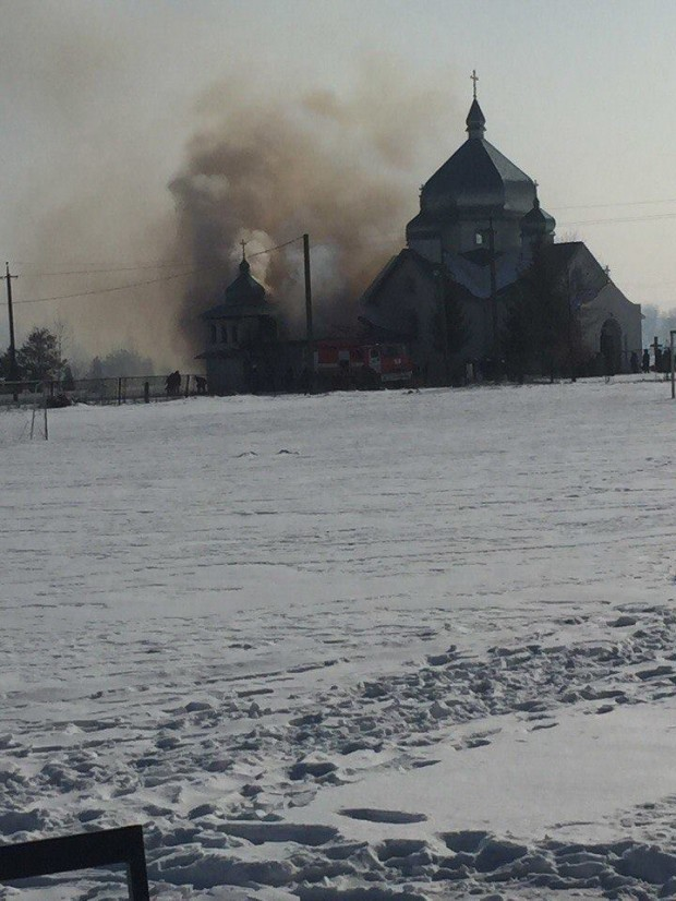 На Калущині загорілася дзвіниця. ФОТО 4