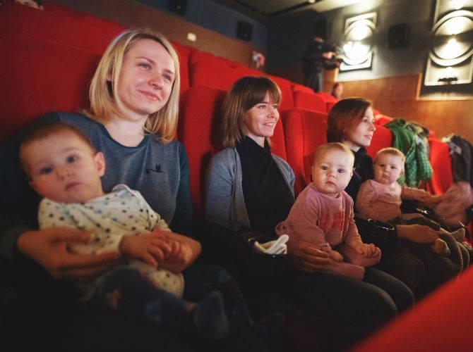 У Франківську вперше пройшов тихий кінопоказ –  для мам з дітьми (фото)
