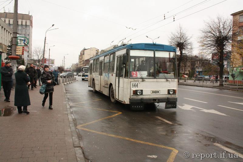 """Ретро на колесах: """"Електроавтотранс"""" хоче списати чотири тролейбуси, яким понад 30 років"""