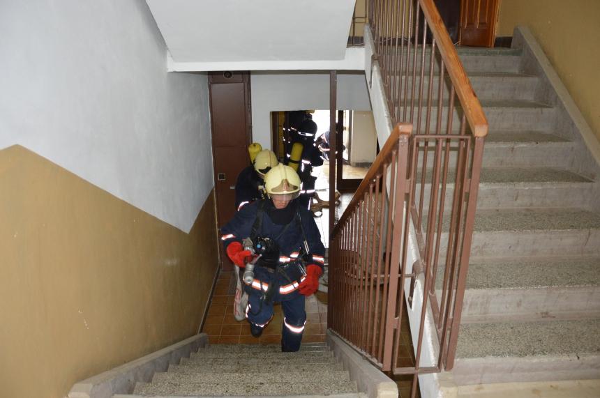 У прикарпатському містечку знадобилася допомога рятувальників, щоб відкрити двері квартири