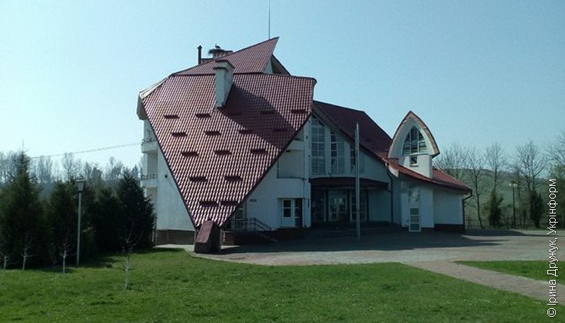 Дорога до Бандери. Чим зараз живе музей у Старому Угринові  (фото)