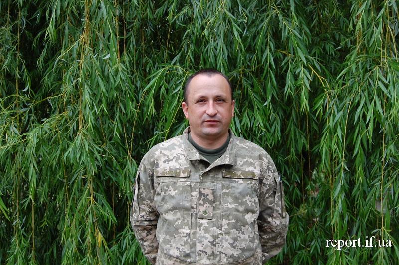 Війна, мир, служба. Микола Дземан з Тлумаччини підписав контракт і запрошує побратимів