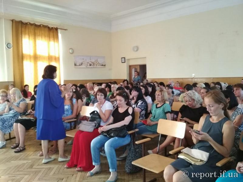Батьки учнів франківської школи № 13 підуть протестувати під Білу хату