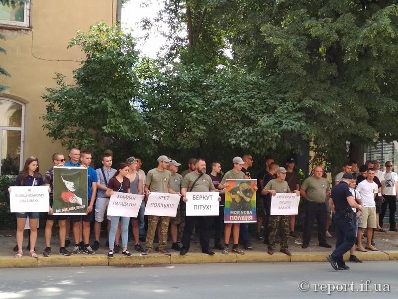 """Результат пошуку зображень за запитом """"У Франківську влаштували акцію протесту проти свавілля київської поліції"""""""