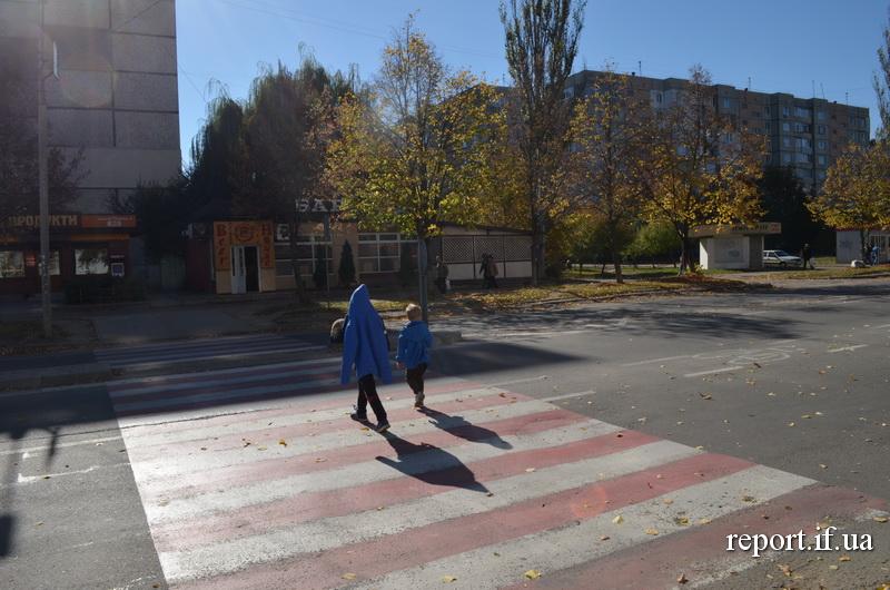 Пішохід мусить вважати. Де у Франківську найнебезпечніше переходити дорогу (фоторепортаж)