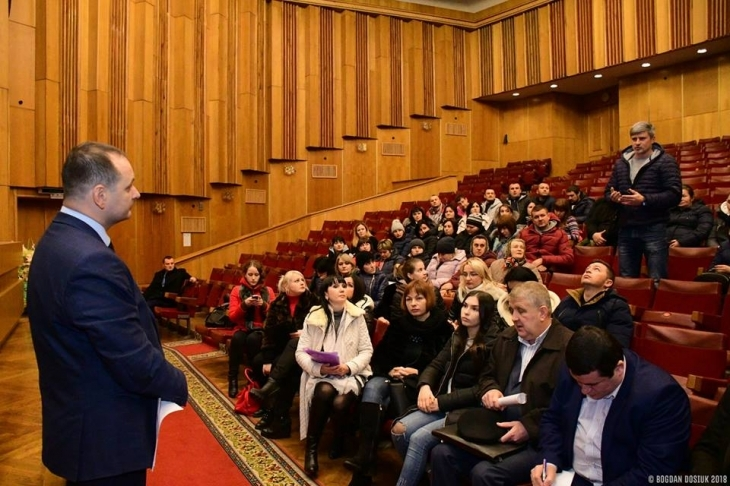 Руслан Марцінків на зустрічі з батьками та педагогічним колективом школи №6