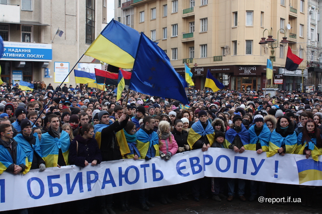 Революція триває. Як п'ять років тому франківці вийшли на Євромайдан (фоторепортаж)