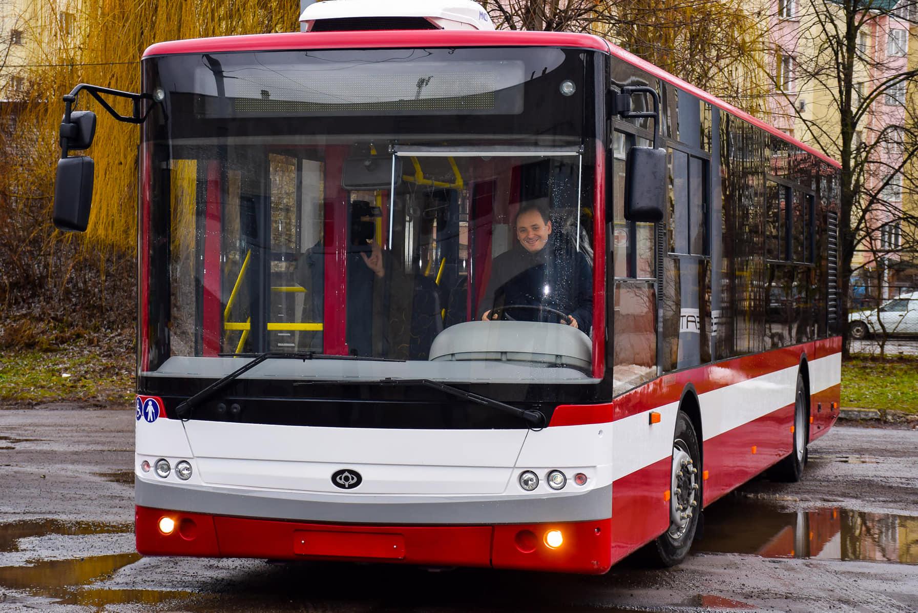 """До Івано-Франківська доставили нові автобуси """"Богдан"""""""