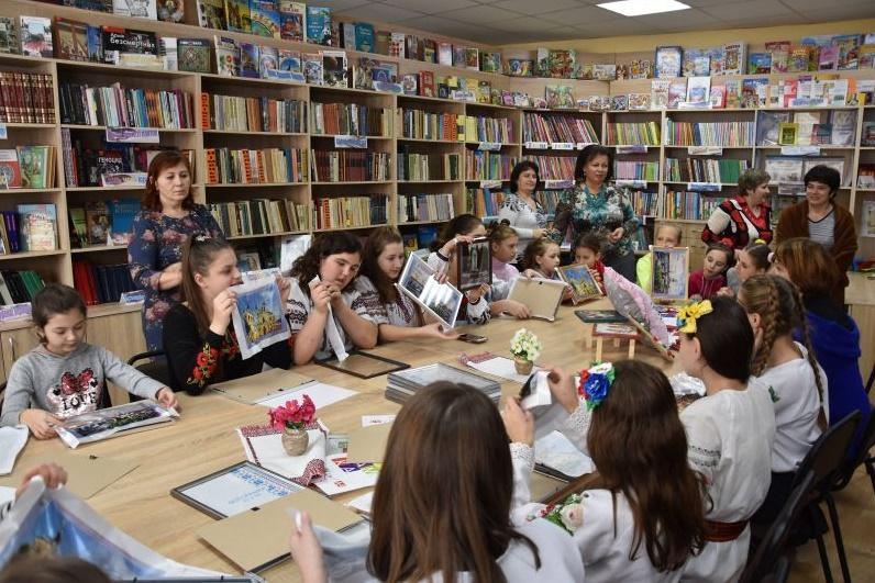 Франківські школярі вчаться вишивати бісером (ФОТО) -