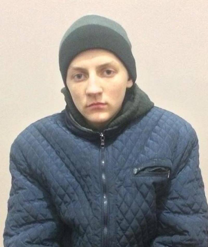 """У Франківську розшукують підлітка з червоним рюкзаком і написом """"Ти-ангел"""", який втік зі школи"""