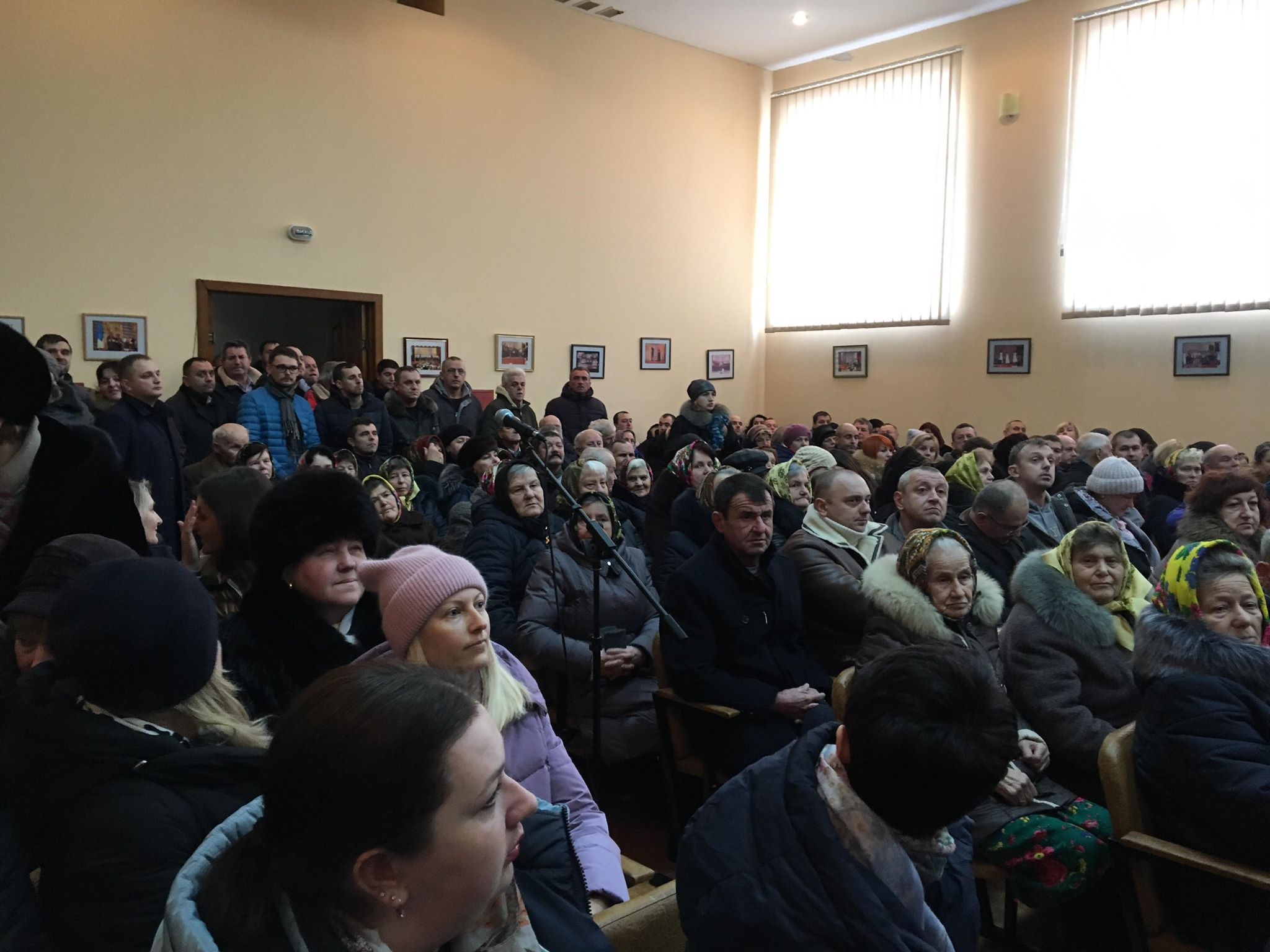 «У нас в селі живуть ґазди», – Вовчинець не хоче приєднуватися до Франківська (фоторепортаж)