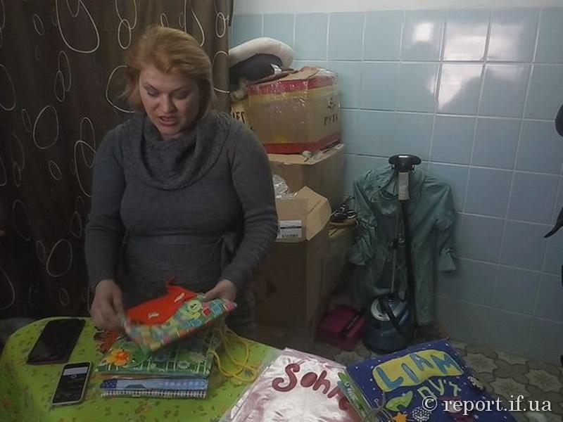 На Прикарпатті багатодітна мама з Луганщини просить не грошей, а роботи (фото+відео)
