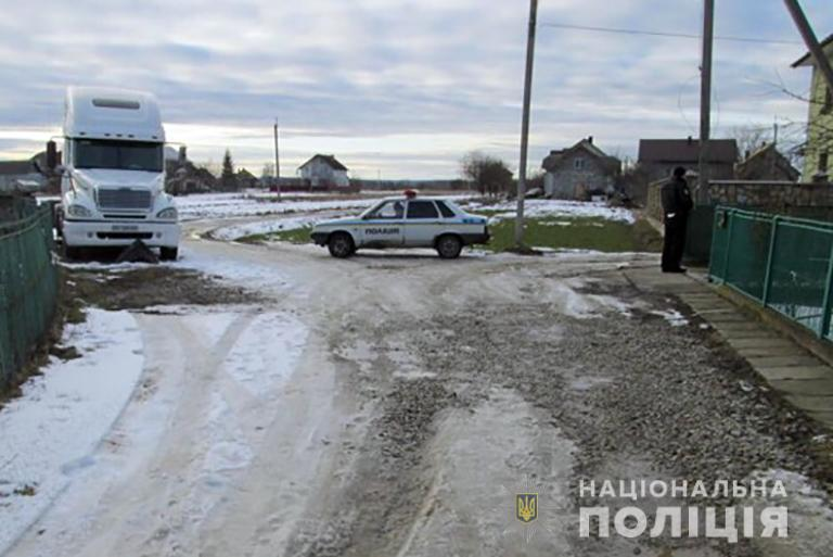 Тисменицькі поліцейські оперативно розшукали крадіїв автомобіля (фотофакт)