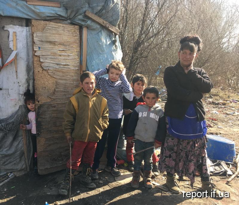 Репортаж з табору. Чому роми називають берег Бистриці домом (фоторепортаж)