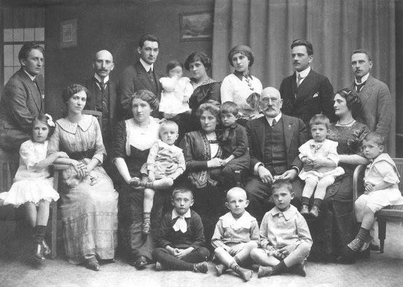 Священик, син пароха. Які професії обирала галицька молодь 100 років тому (фоторепортаж)