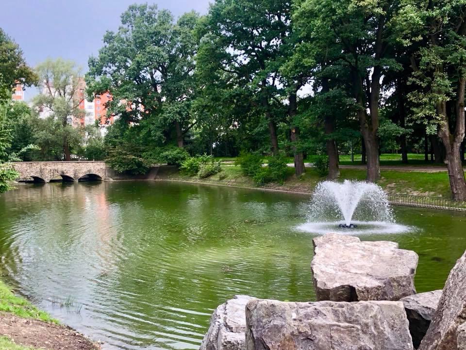 У Франківську активно облаштовують міський парк. Кому це не подобається? (фоторепортаж)