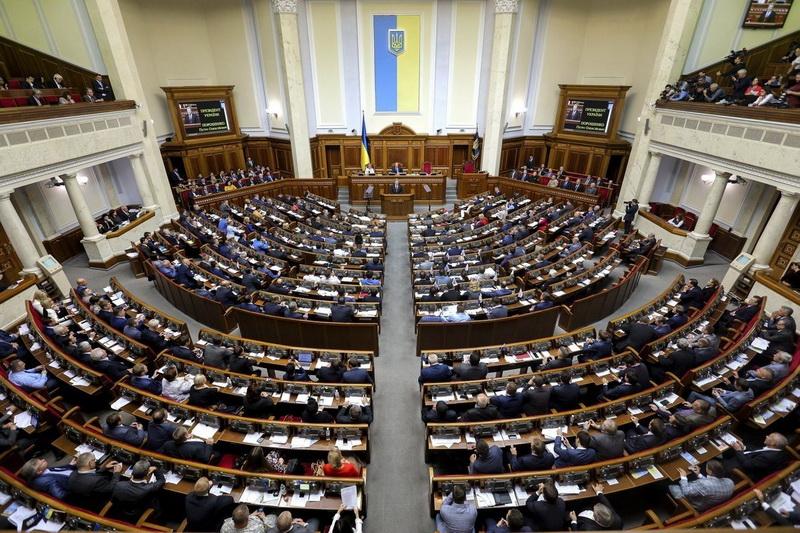 За даними екзит-полів до Верховної Ради України проходять п'ять партій