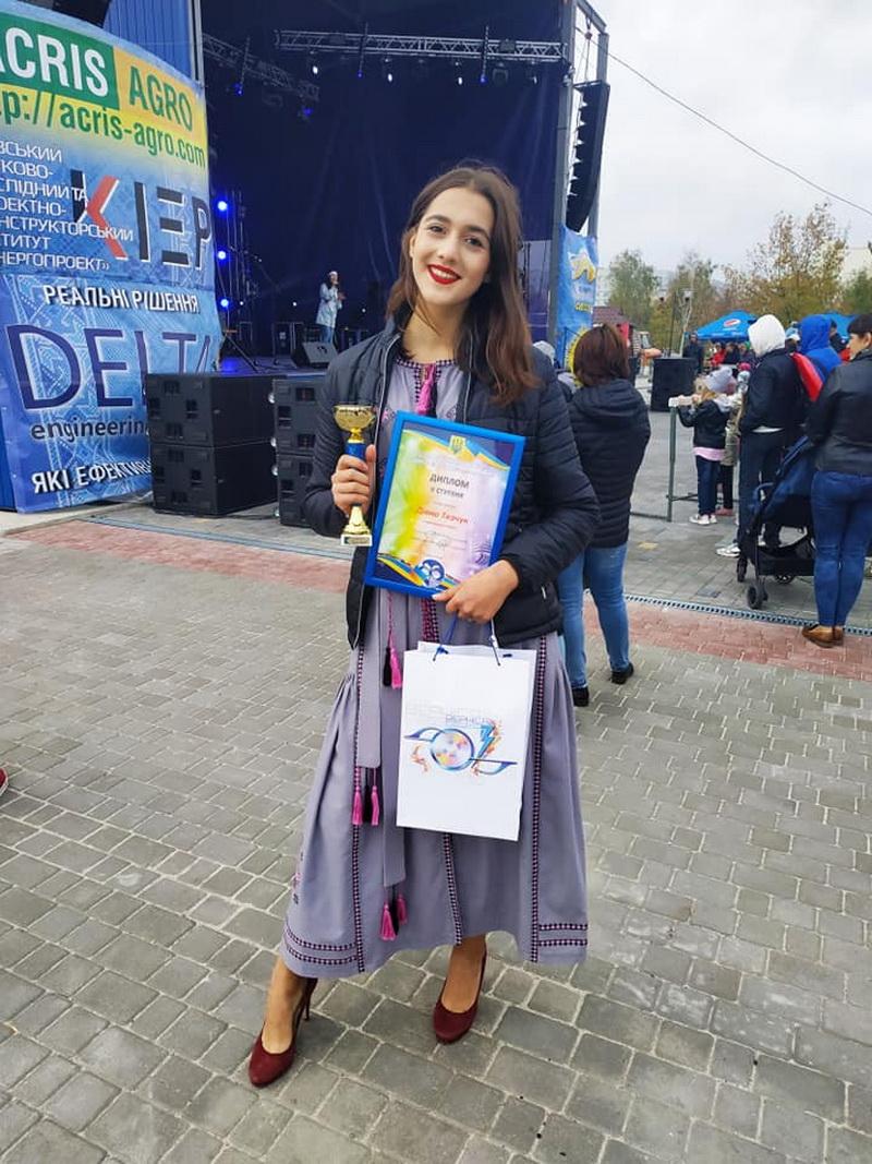 Дівчина із Чернієва виборола другу премію серед співаків із шести країн (ФОТО)