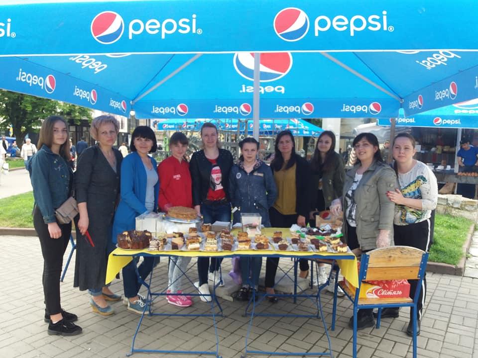 У Франківську дружини атовців відкрили крамницю солодощів (фото)