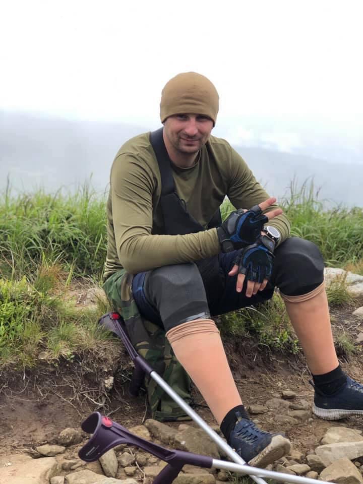 Прикарпатський офіцер, який у зоні АТО втратив обидві ноги, завальсував зі своєю дружиною