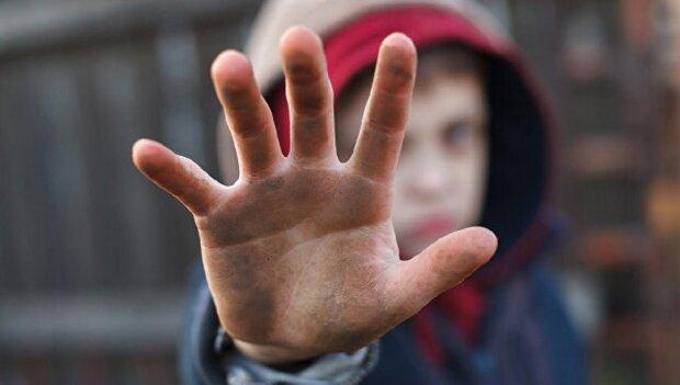 Байдужість і злочин. На Прикарпатті права дітей найчастіше порушують всім'ях