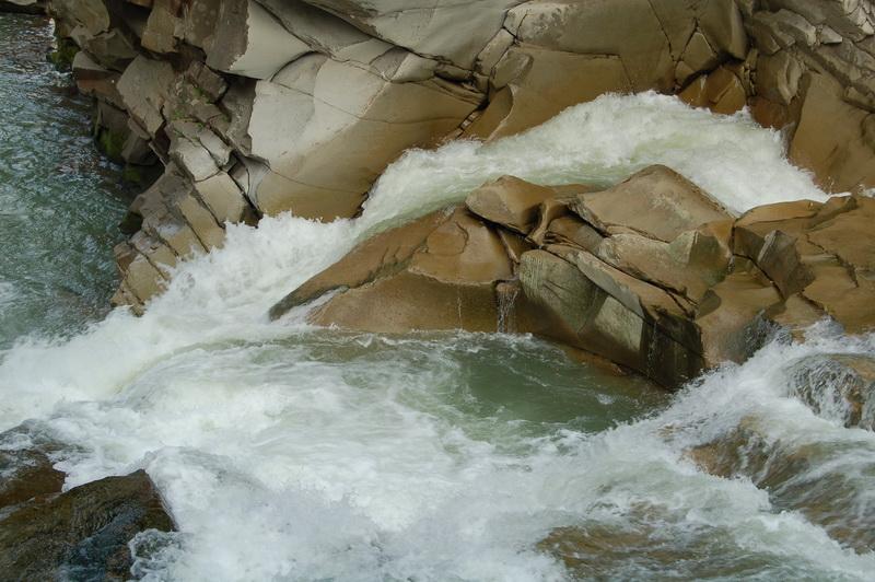 Водоспади Карпат плачуть легендами: огляд найдоступніших із них (ФОТО)