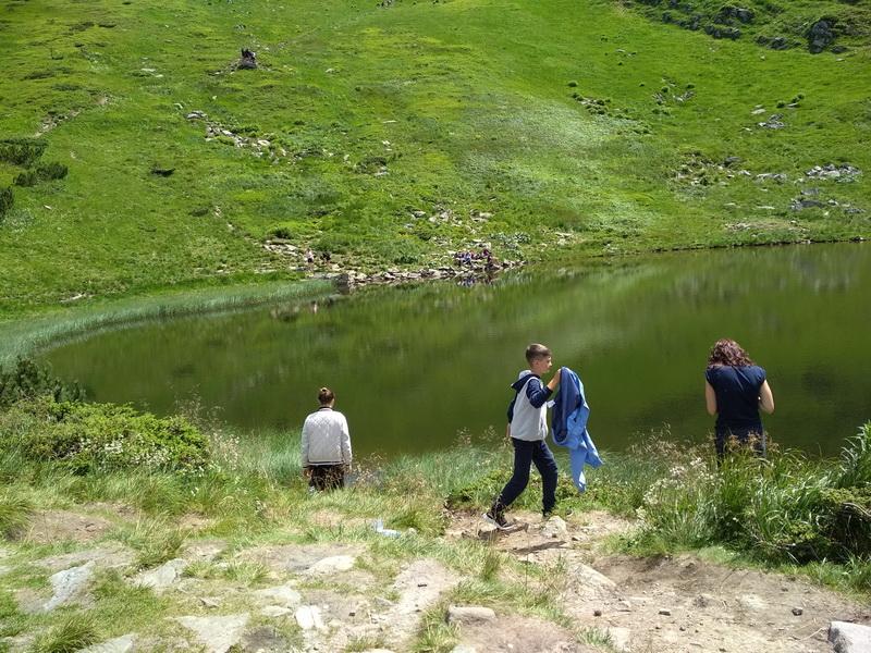 Біля озера Несамовитого