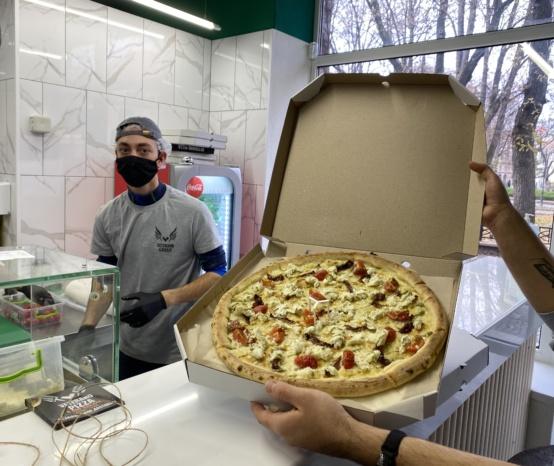 """Ветеранська піца. Чому франківці полюбили """"Одуванчік""""(ФОТО)"""