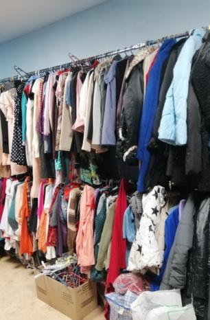 Допомога з шафи. Де у Франківську можна здати або отримати одяг та інші речі