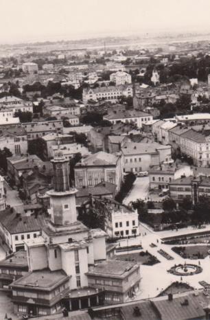 Зустрінемось під годинником: 30 років життя Франківська у семи світлинах (ФОТО)